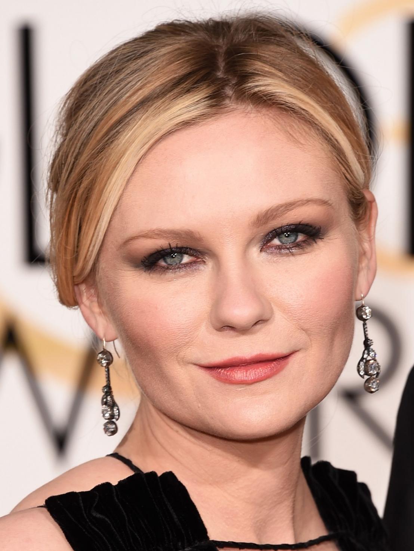 Olho escuro Kirsten Dunst Golden Globes 2016