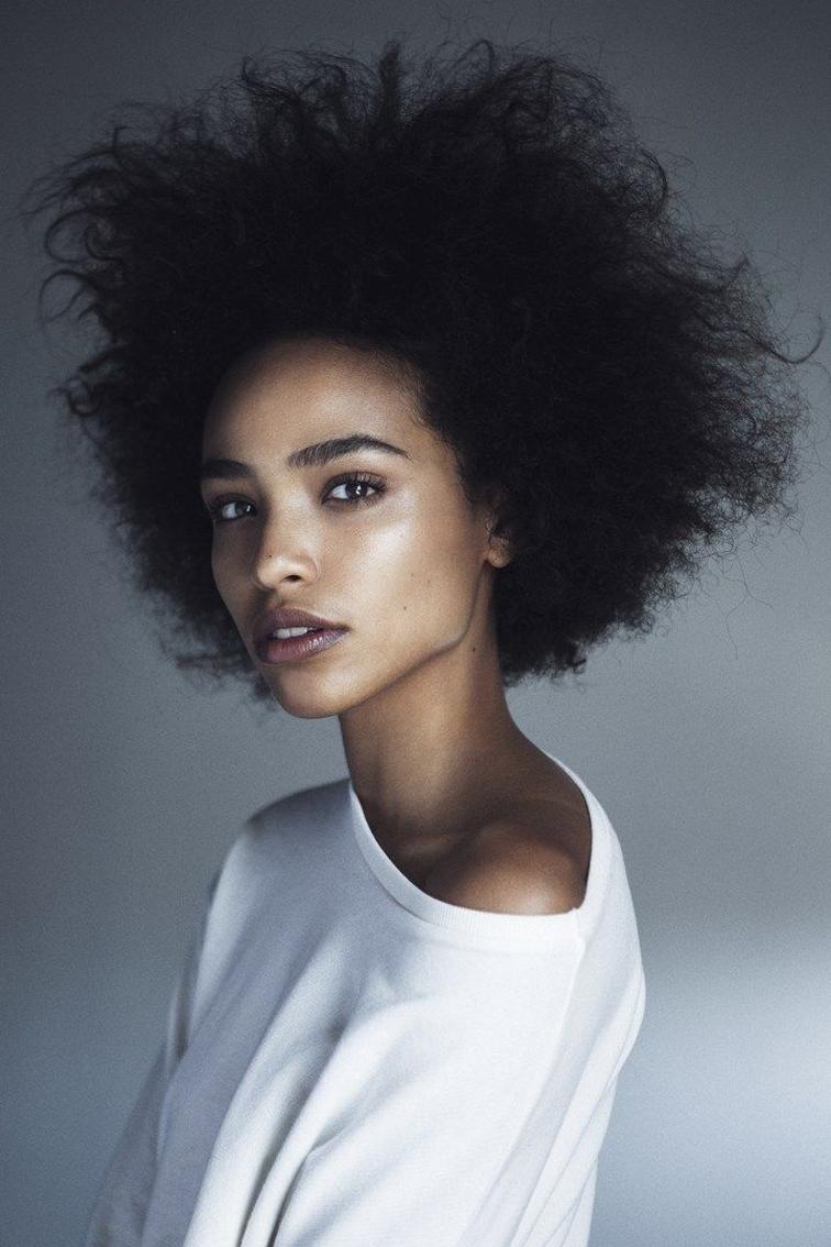 Cabelo afro lindo + make com pele iluminada e sobrancelhas poderosas