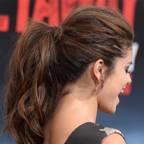 Ponytail with lots of volume Selena Gomez