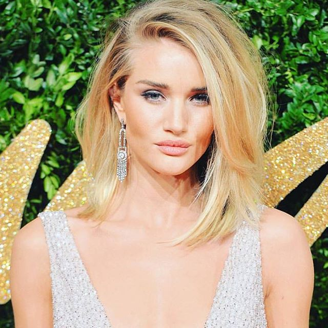 Rosie Huntington-Whiteley hair parted to the side