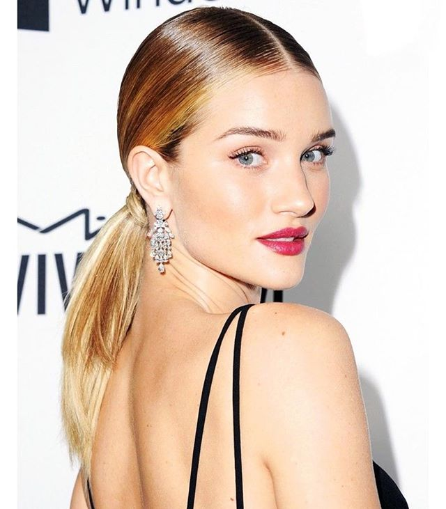 Rabo baixo Rosie Huntington-Whiteley