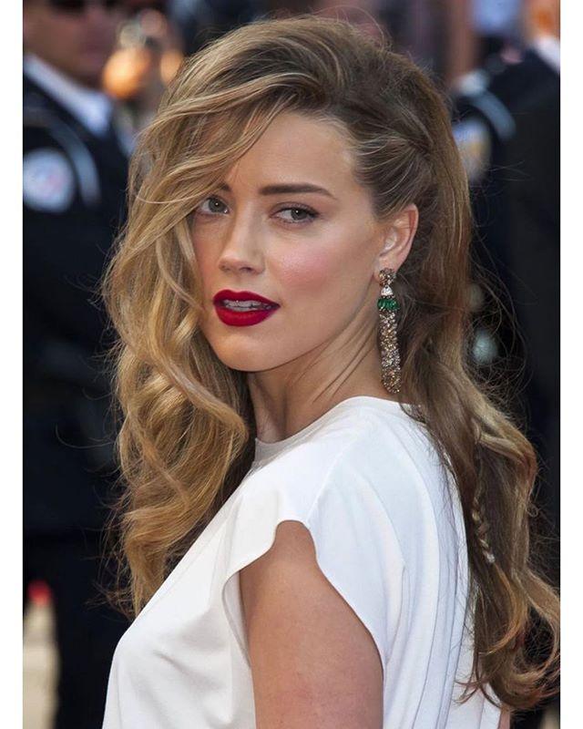 Matte red lipstick Amber Heard