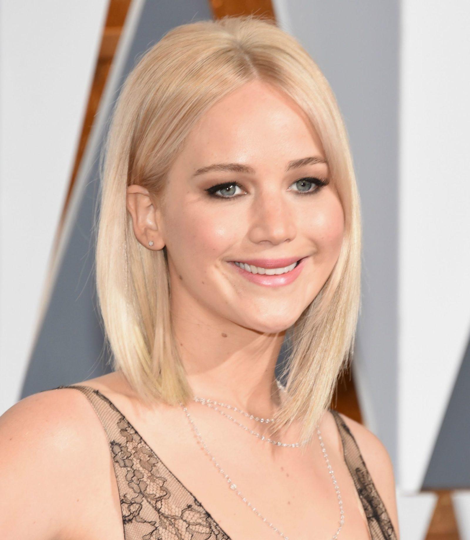 Jennifer Lawrence look Oscar 2016